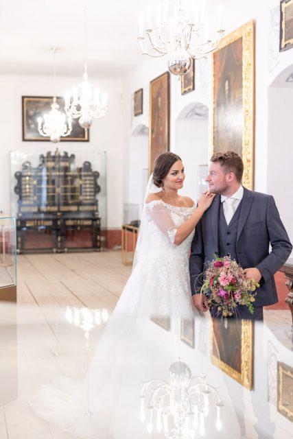 Hochzeitsfotograf, Burgenland, Kärnten, Burg Forchtenstein, Esterhazy, Rosalia, Klagenfurt, Braut, Brautkleid, Blumenstrauß, Hochzeitsbukett, Paarfotos, Brautpaar
