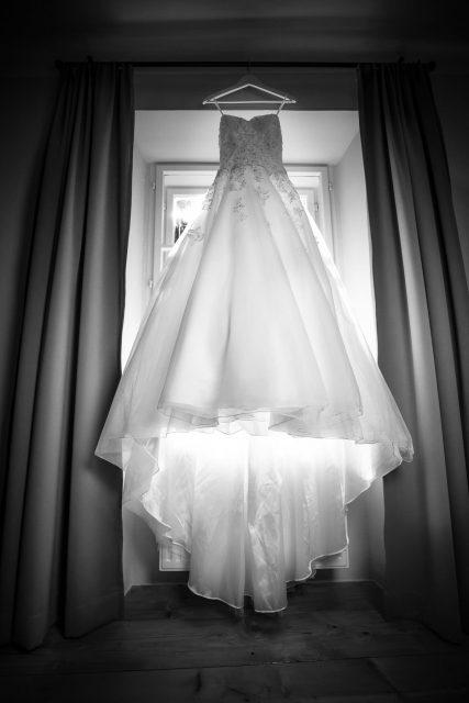 Hochzeit, Schloss Lackenbach, Burgenland, Fine Art Wedding, Styled Wedding, Paarfotos, Braut, Brautkleid, Schwarz/Weiß, Getting Ready