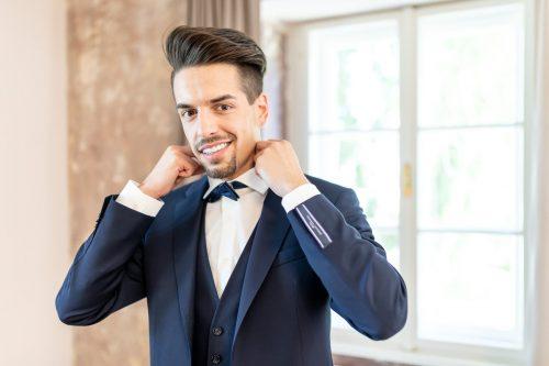 Hochzeit, Schloss Lackenbach, Burgenland, Fine Art Wedding, Styled Wedding, Paarfotos, Bräutigam, Schwarz/Weiß, Getting Ready