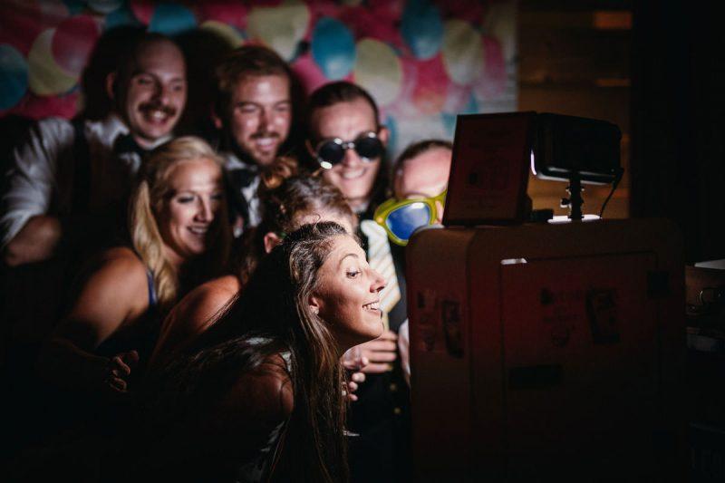 Hochzeitsparty, Hochzeitsfotografie, Hochzeitsfotograf, Heiraten, Hochzeitsreportage, Roman Huditsch Fotografie, Heiraten in Kärnten, Klagenfurt, Zanklhof, Kohfidisch